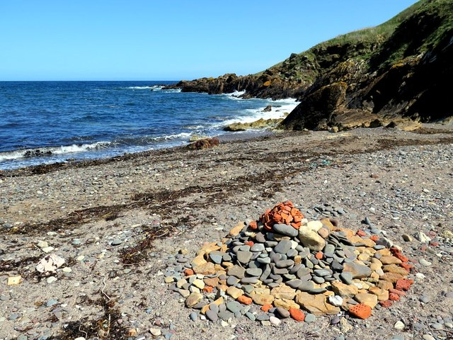 Beach cairn, Milldown Bay