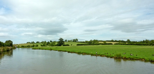 Canal and pasture north-west of Braunston in Northamptonshire