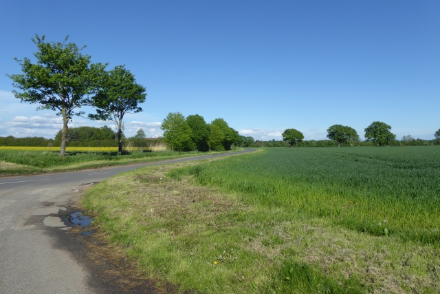 Hirst Road from a footpath to Snaith