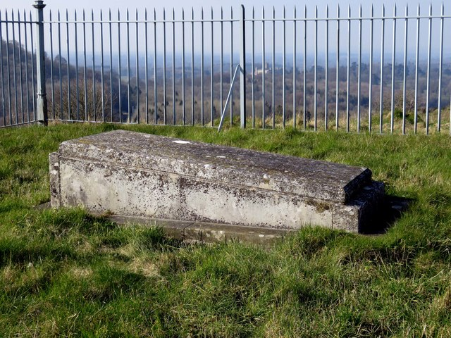The 5th Earl of Carnarvon's grave on Beacon Hill