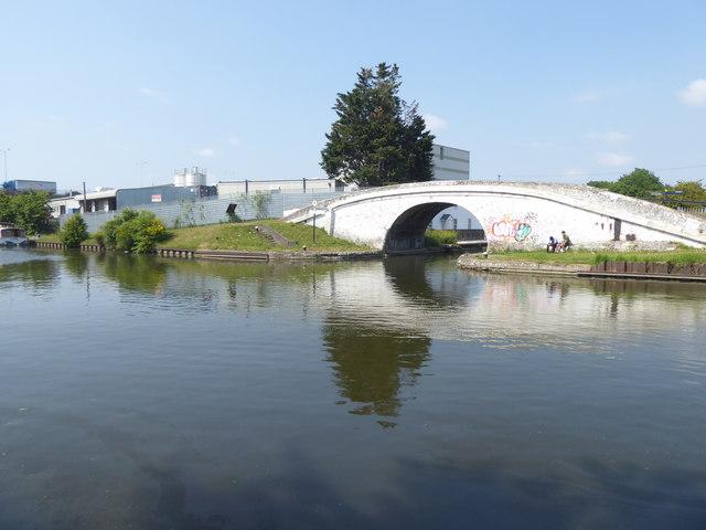 The Grand Union Canal at Bull's Bridge