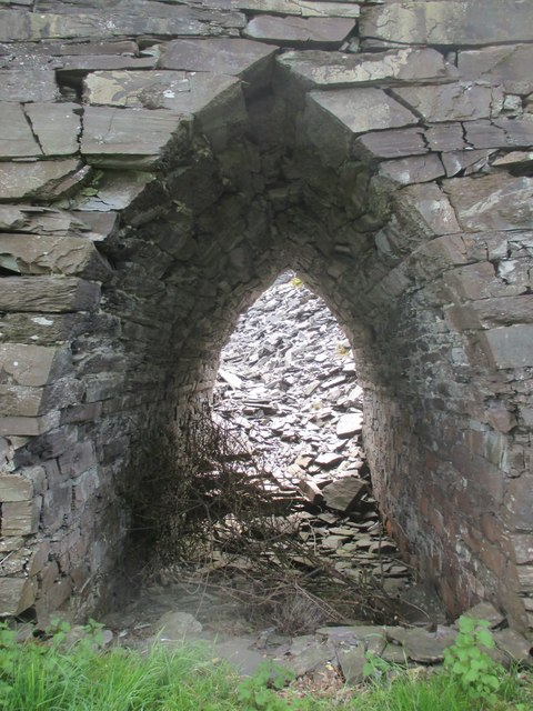 Slate arch at former  Bryn Hafod-y-Wern quarry, Llanllechid