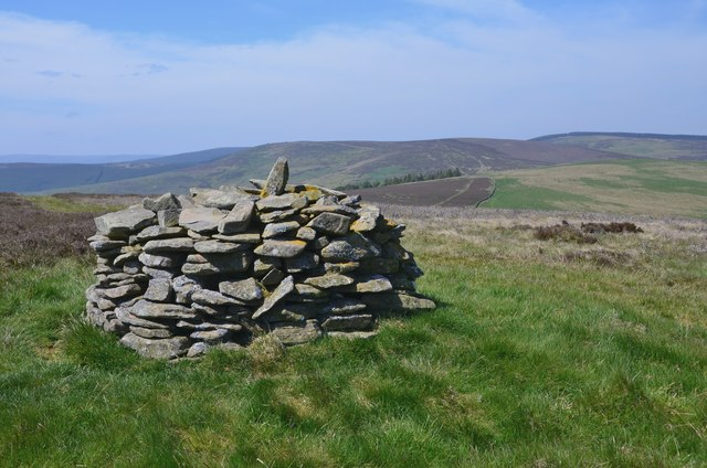 Summit cairn, Broomy Law