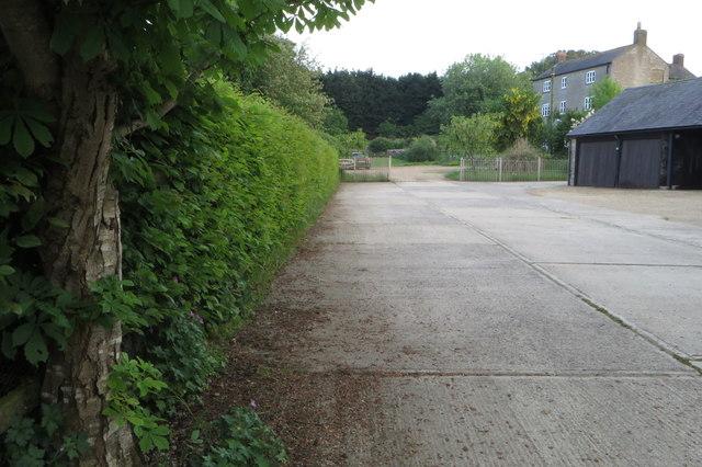 Footpath by Astwick Farm