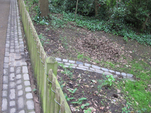 Rainwater conservation path and gutter, Holland Park