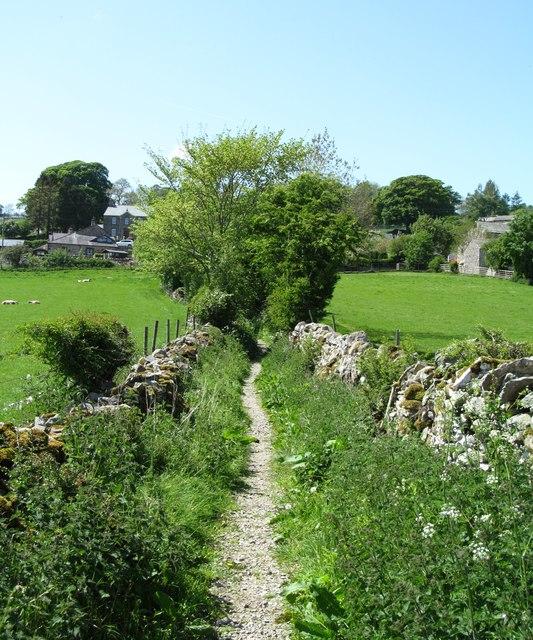 Walled bridleway at Helton