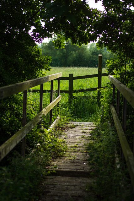 A wooden footbridge, near Mill Farm
