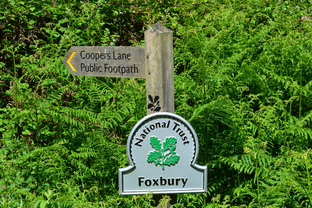 National Trust sign on entry to Foxbury via Cooper's Lane