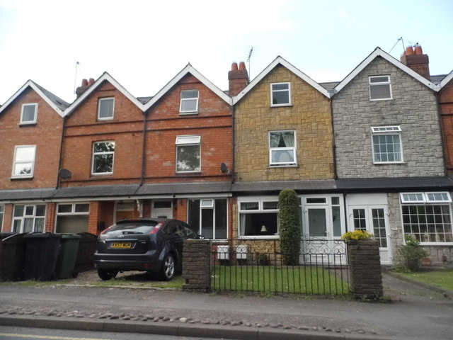 The first houses in Worcestershire