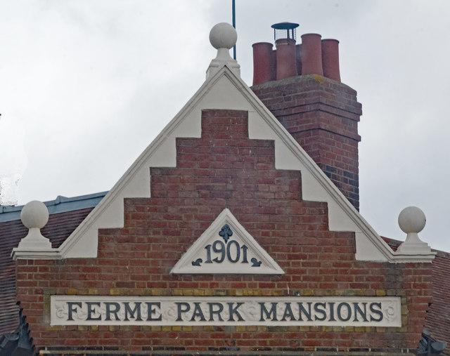 Gable, Ferme Park Mansions, Hornsey Vale