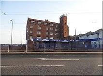 SO9298 : Industrial block on Bilston Road, Wolverhampton by David Howard