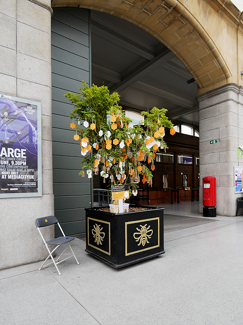 Tree of Hope, Victoria Station
