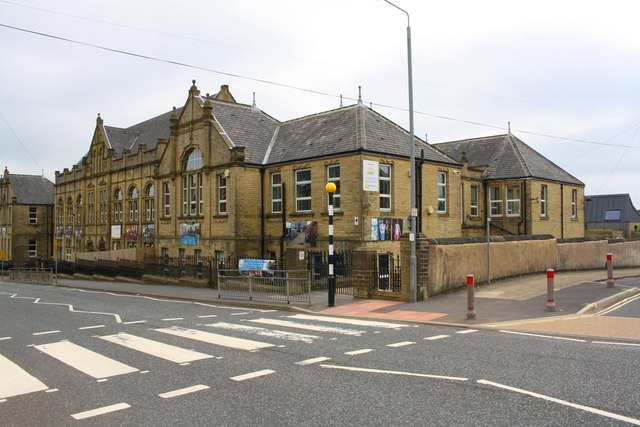 Warley Road Primary School at Warley Road / Harewood Place junction