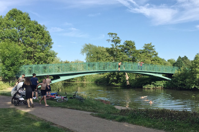 Cooling off in the Avon, Warwick