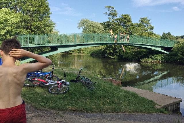 Making a splash in the Avon, Warwick