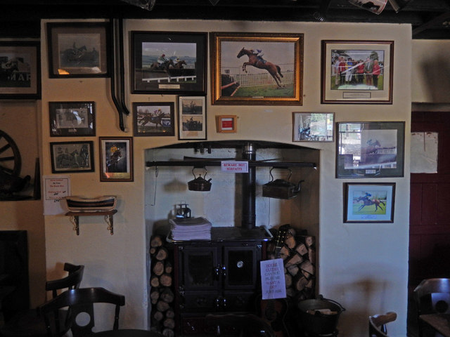 Inside the Cresselly Arms