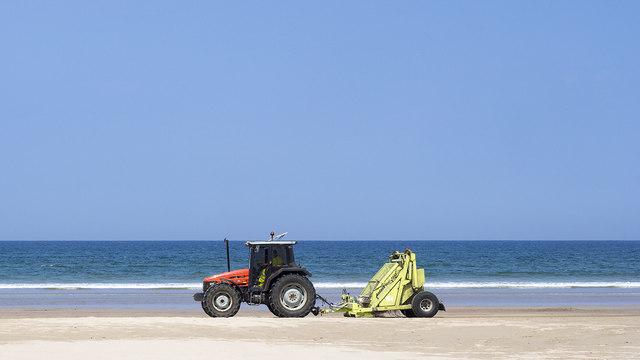 Beach cleaning, Benone