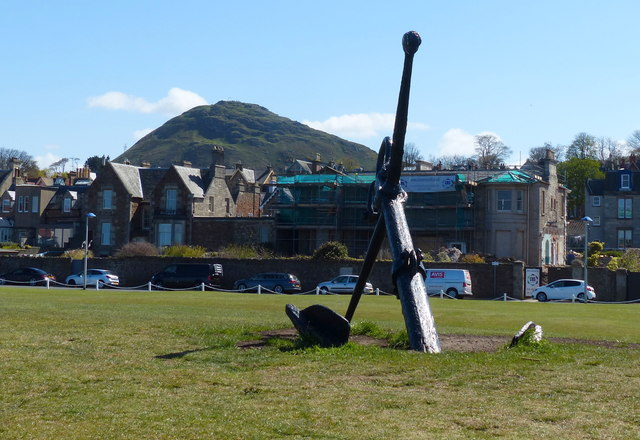 Anchor next to the beach at North Berwick