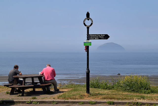 A picnic table at Ainslie Park, Girvan