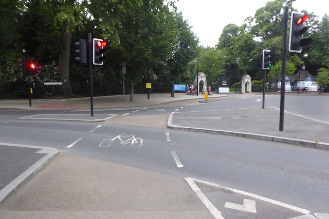Cycle lane past the gates to Battersea Park