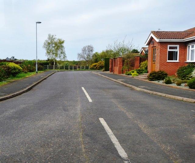 Broadlands Close