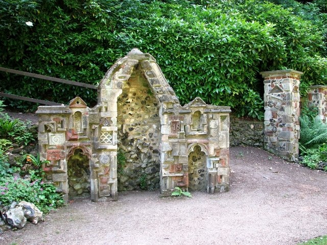 The Plantation Garden - the Gothic alcove