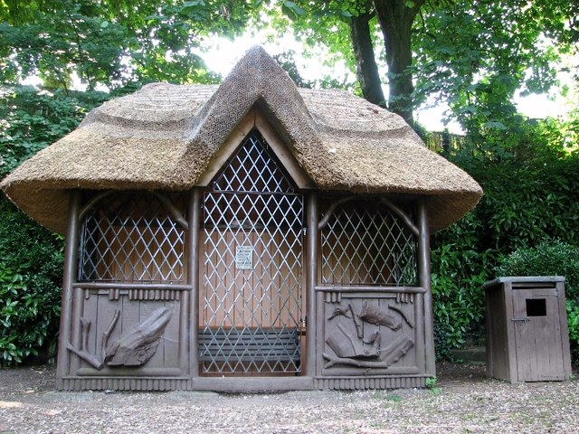 The Plantation Garden - thatched summerhouse