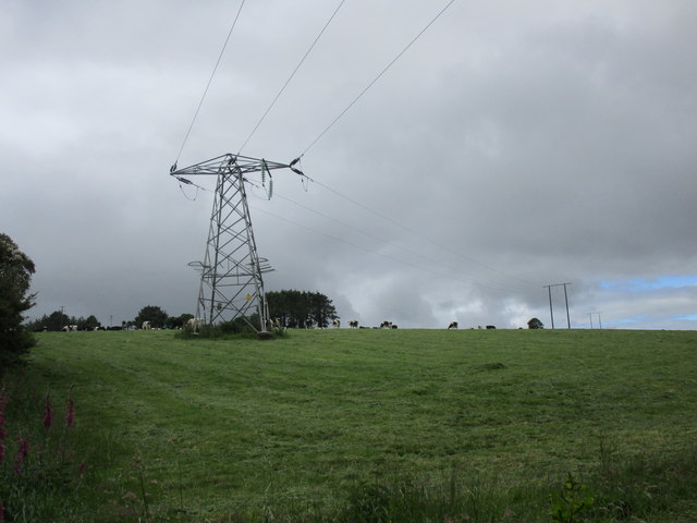 Pylon in a field by the R585
