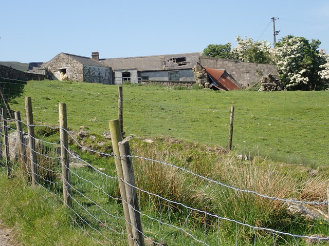Derelict homestead above the Upper Ferryhill Road