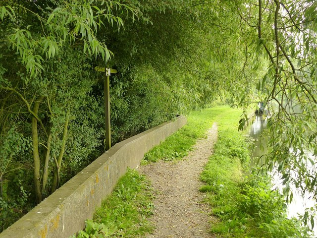Footpath junction along the River Soar