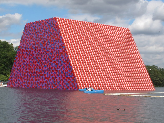 """The Mastaba"" massive sculpture, floating in the Serpentine"