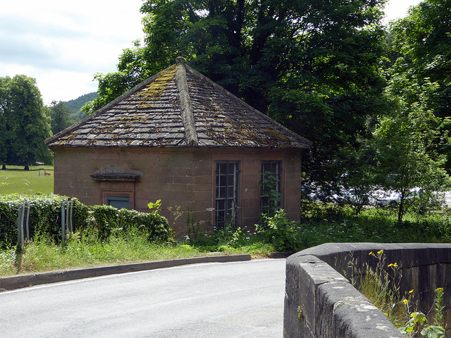 Disused cottage by the River Derwent