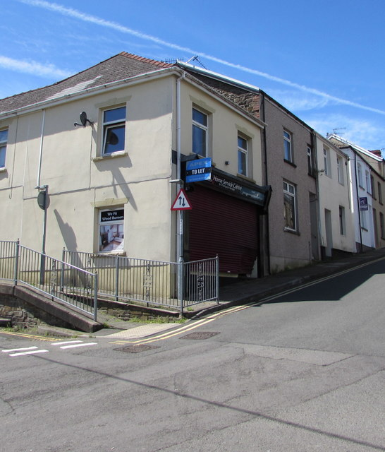 Vacant shop on a Bargoed corner in June 2018