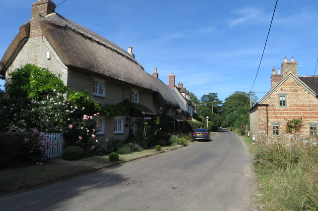 Thatched cottages on Bainton Road
