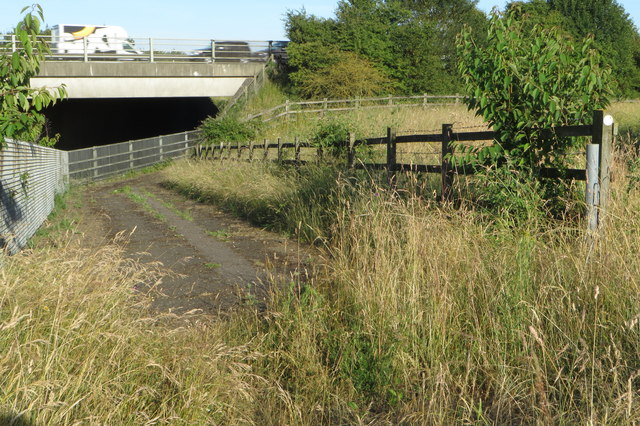 Footpath ducks under the M40 with the railway