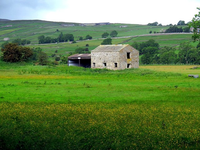 Field barn near River Swale