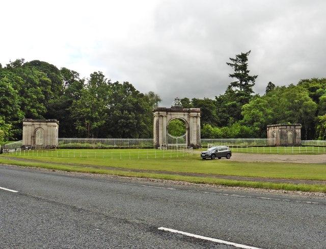Formal gateway, Ross Park