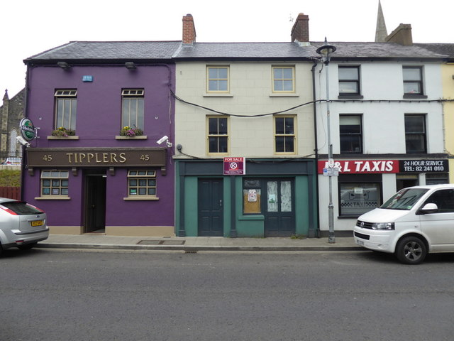 Tipplers / vacant / P & L Taxis, Omagh by Kenneth  Allen
