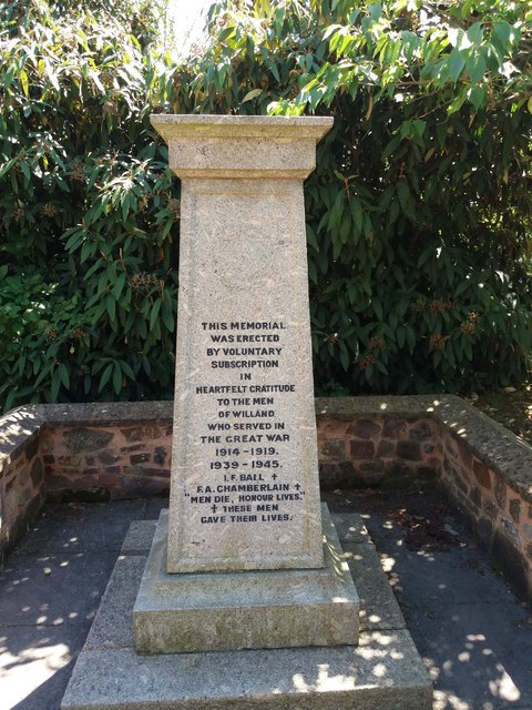 Willand: war memorial in churchyard - 1
