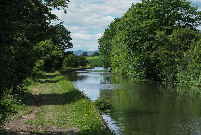 Leeds and Liverpool Canal heading west