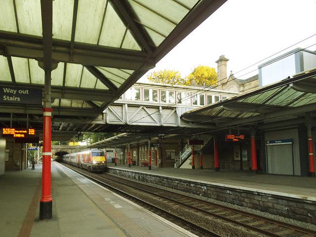 LNER train through Bingley (1)