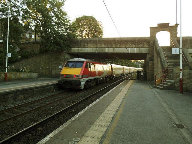 LNER train through Bingley (2)