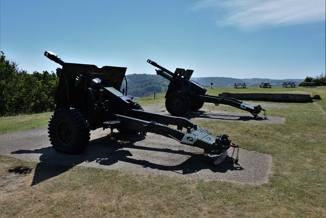Dover Castle: Four Gun Battery with two guns on display 1