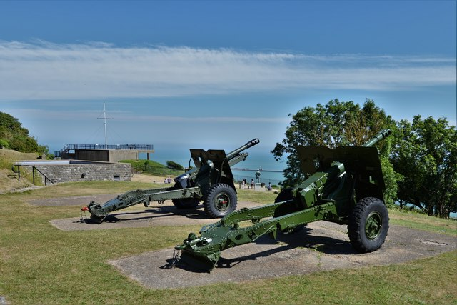 Dover Castle: Four Gun Battery with two guns on display 2
