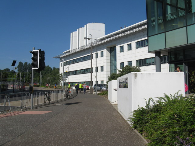 The Queen's Medical Research Institute © M J Richardson :: Geograph Britain  and Ireland