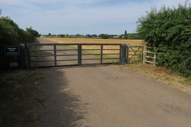 Waterloo Farm gate and footpath to Fringford