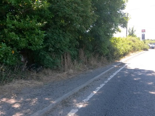 Castle Cary: the hidden postbox by the railway station