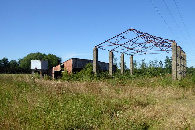 Derelict barn, Well Court