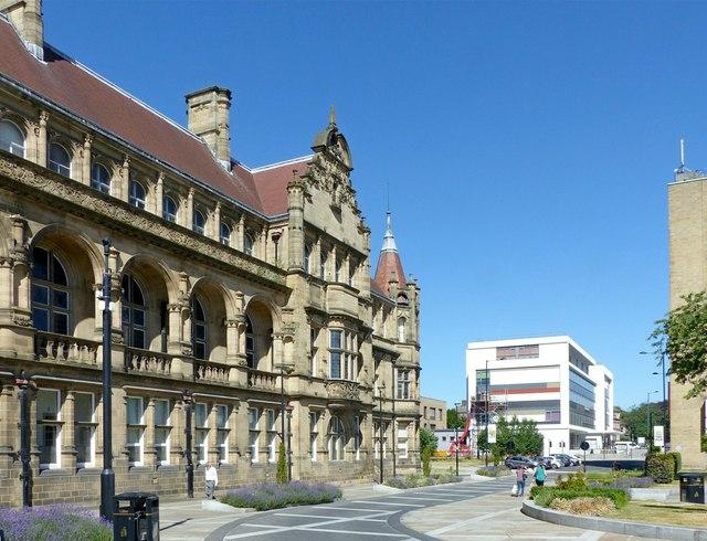 County Hall and Bond Street