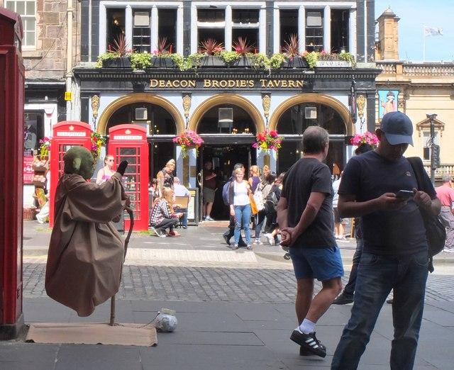 Street sights in the Lawnmarket, Edinburgh